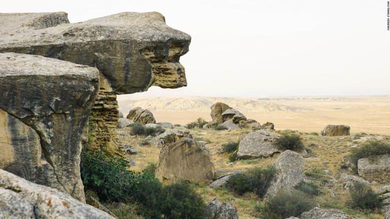 هذه الأرض تغني فيها الحجارة..هل تعرف أين تقع؟