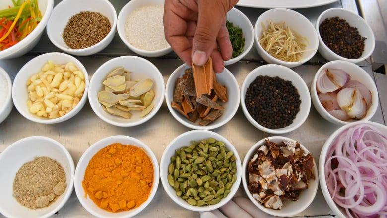 رحلة شهية.. هذه ألذ الأطباق الهندية من الشمال إلى الجنوب