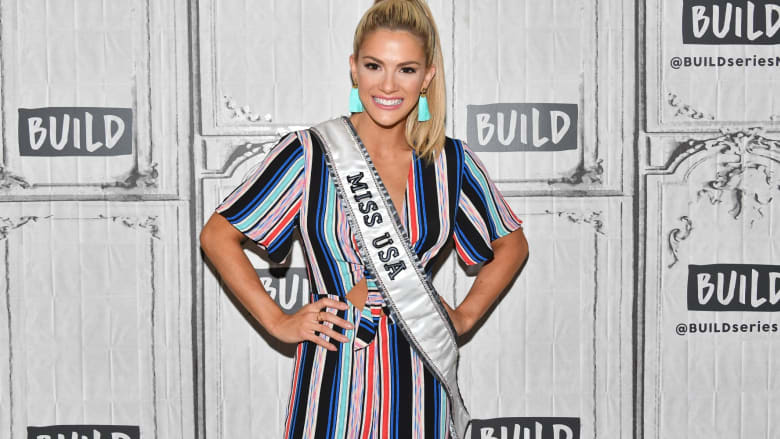 ملكة جمال أمريكا تعتذر بعد سخريتها من متسابقتين