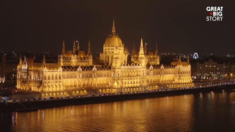 مبنى برلماني مُطعم بالذهب واستغرق بناؤه 24 عاماً.. أين يقع؟
