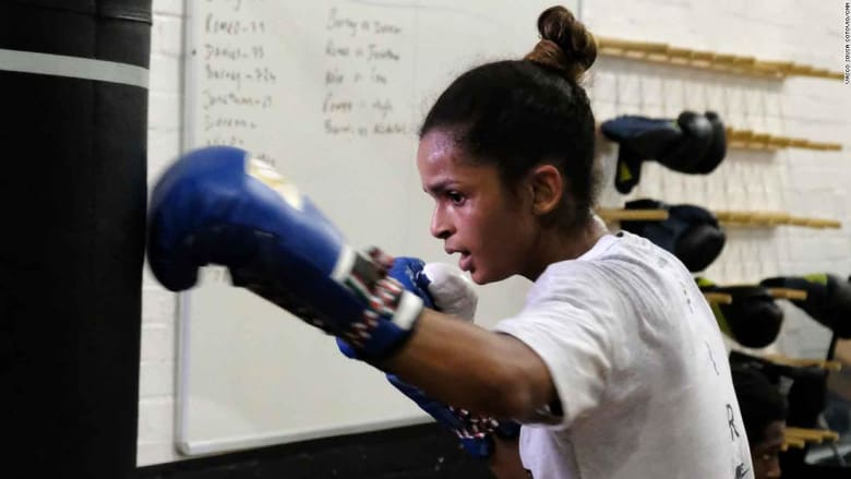 قابل هذه الملاكمة اللاجئة التي استطاعت أن تكسر الحواجز