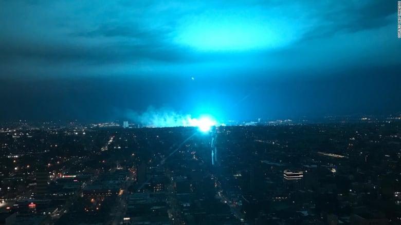 ضوء أزرق يظهر فجأة بسماء نيويورك.. وهذا السبب