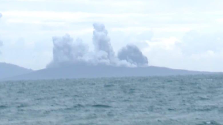 """مخاوف من موجات تسونامي بسبب بركان """"كاراكاتوا"""" بإندونيسيا"""