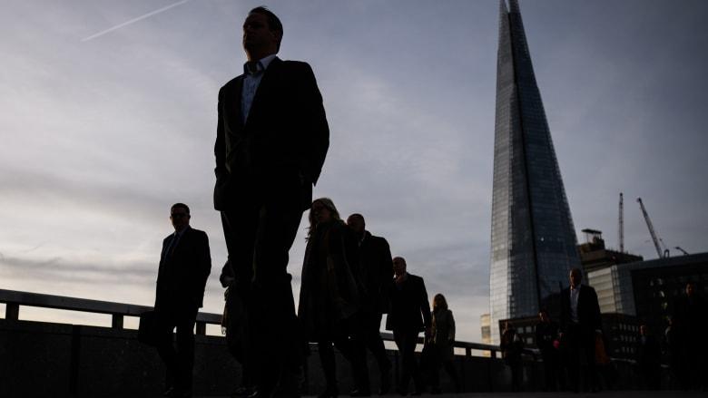 ماذا يعني أن تعمل في خدمات المبيعات في القطاع المالي؟