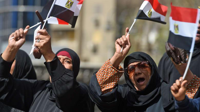 """المصريون """"بطل"""" 2018.. كيف دفعوا ثمن الإصلاح الاقتصادي؟"""