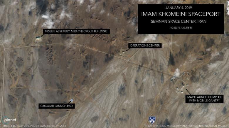 """إيران تكشف عن مدمرة """"شبح"""" تقول إنها صنعت محلياً بالكامل"""