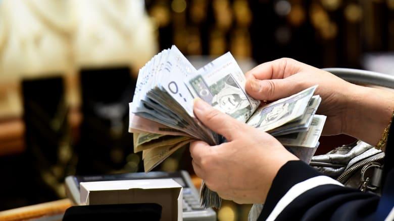 """السعوديون سيحظون بأكبر """"زيادة حقيقية"""" في الرواتب بالمنطقة في"""