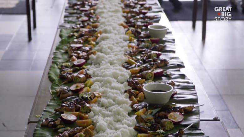 وليمة فلبينية تُطعم المئات..وتقدمها امرأة واحدة