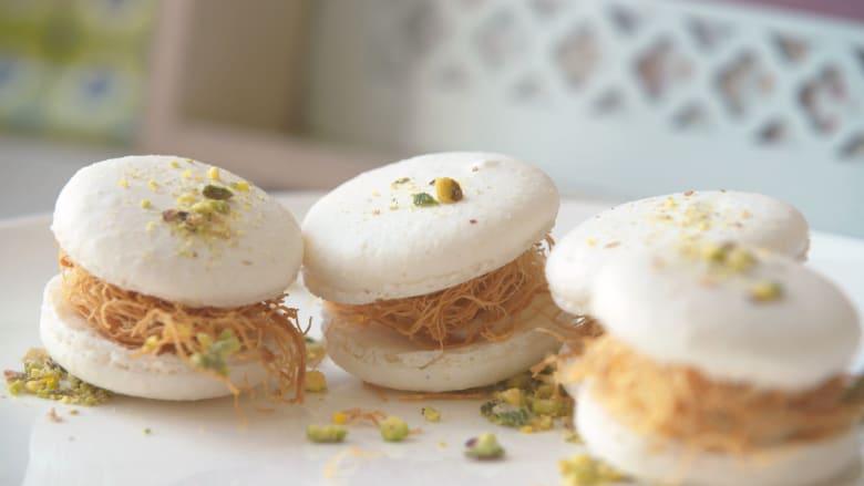 تعرف إلى الشيف السعودية التي جمعت بين الكنافة وحلوى الماكرون الفرنسية