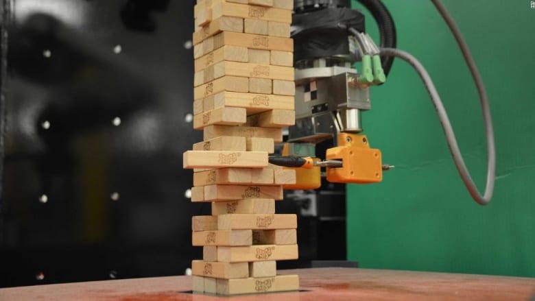"""هذا الروبوت بإمكانه هزيمتك في لعبة """"تحدي السقوط"""""""
