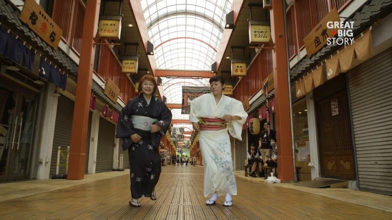 """سيدتان يابانيتان فوق الـ60 من العمر ترقصان """"الهيب هوب"""""""