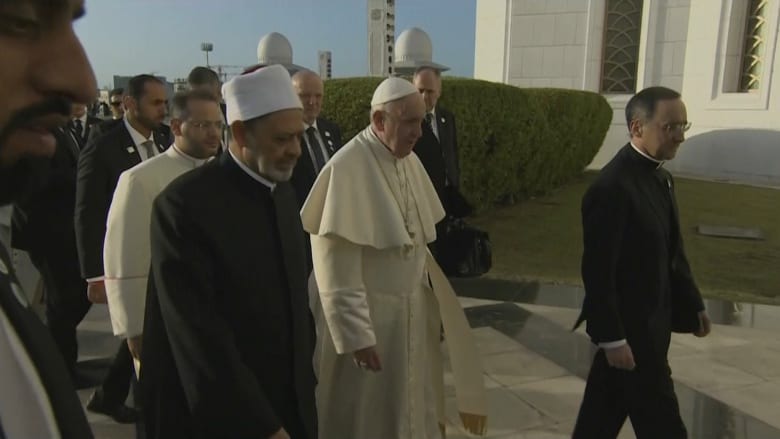 البابا فرنسيس وشيخ الأزهر يصلان إلى مسجد الشيخ زايد