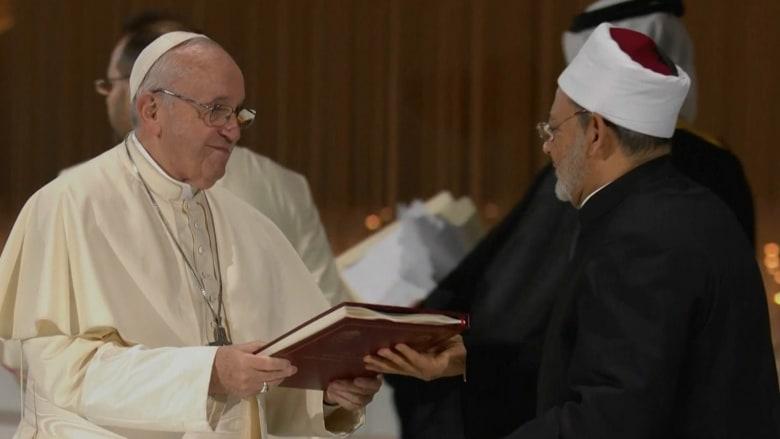 البابا فرنسيس وشيخ الأزهر يوقعان وثيقة الأخوة الإنسانية
