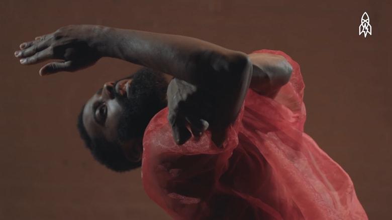 راقص محترف يتحدى بحركاته..الشلل الدماغي النصفي