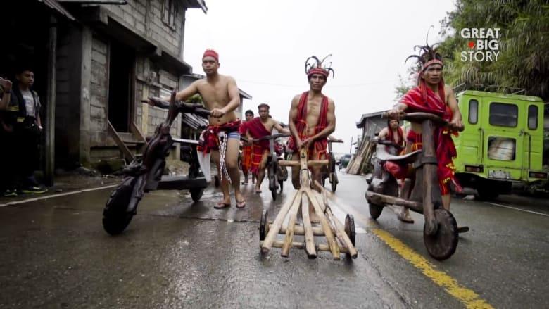 بين تلال الفلبين المنحدرة يُقام سباق دراجات بلا مكابح.. هل ت