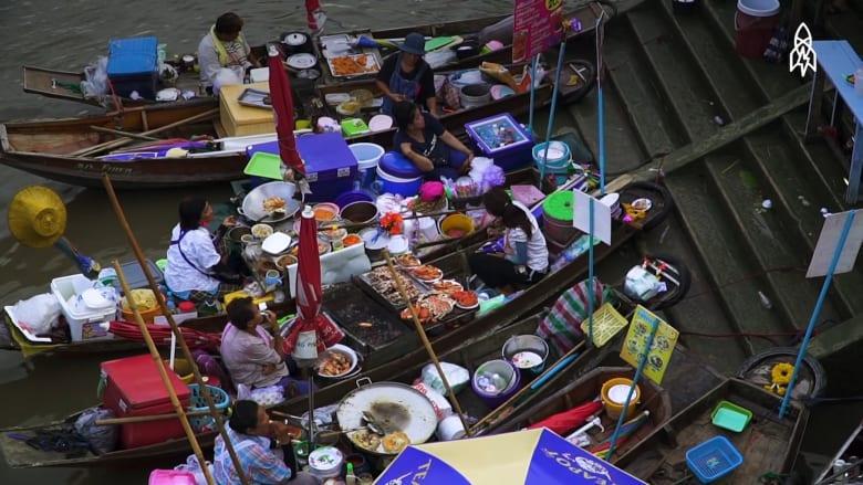 تناول ما لذ وطاب بهذه الأسواق العائمة في تايلاند
