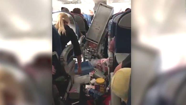 هبوط اضطراري لطائرة بعد مطبات هوائية قوية أدت إلى إصابة ركاب