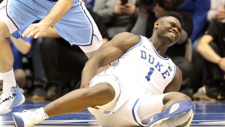 """أسهم """"نايكي"""" تخسر ملياري دولار بعد تمزق حذاء لاعب كرة سلة"""