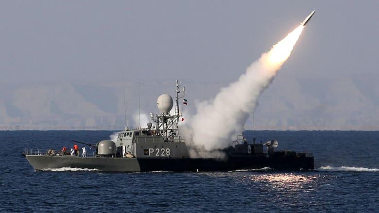 "إيران تطلق صواريخ كروز تسمى ""قادر"" و""قدير"" بمناوراتها في بحر عُمان.. ما مداها؟"
