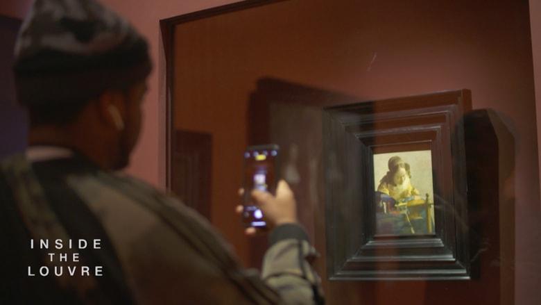لوحات متحف اللوفر أبوظبي الشهيرة تجذب الجماهير من كل مكان