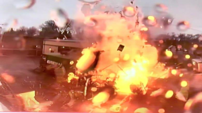 كاميرا توثّق انفجاراً ضخماً لشاحنة.. شاهد ما حدث