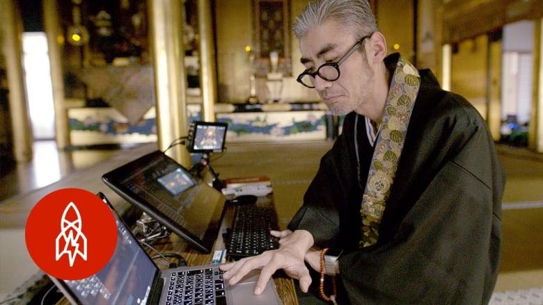 """راهب و""""دي جاي""""..كيف يحاول ناسك زيادة عدد المصلين باليابان؟"""
