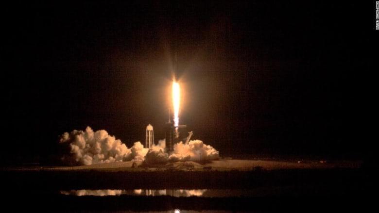 شاهد.. سبيس إكس تطلق بنجاح مركبة ستنقل البشر إلى الفضاء