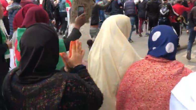 جزائريات يتظاهرن ضد ترشح بوتفليقة في يوم المرأة العالمي