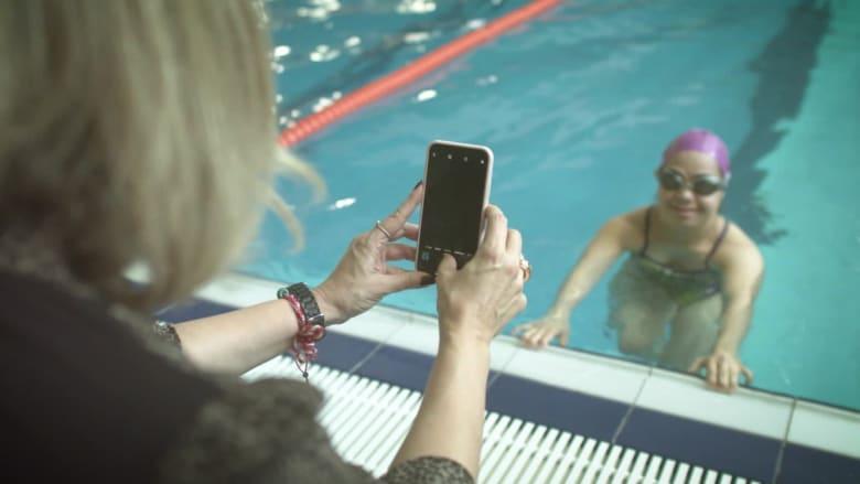 نينا الرفاعي.. سباحة سورية تسعى لذهبية الأولمبياد الخاص