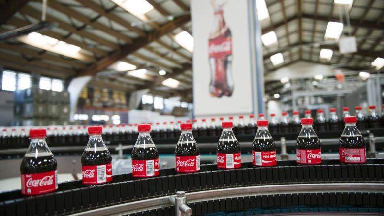"""خطة لتصنيع عبوات """"كوكا كولا"""" بإعادة التدوير.. فما تفاصيلها؟"""