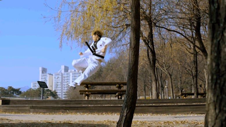 """حركات بهلوانية """"مستحيلة"""".. بهذا الفن القتالي الكوري"""