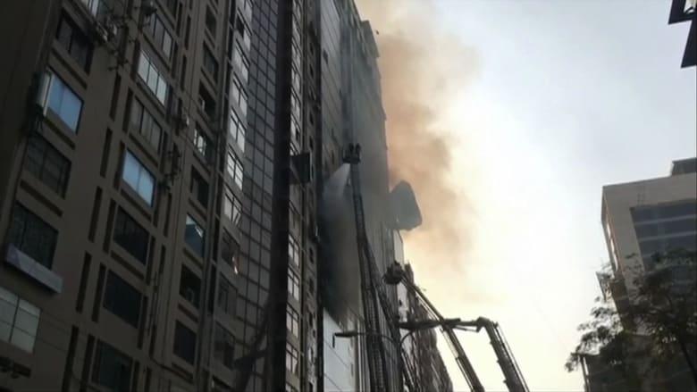 قتلى ومحاصرون جراء حريق هائل في مبنى تجاري في بنغلاديش