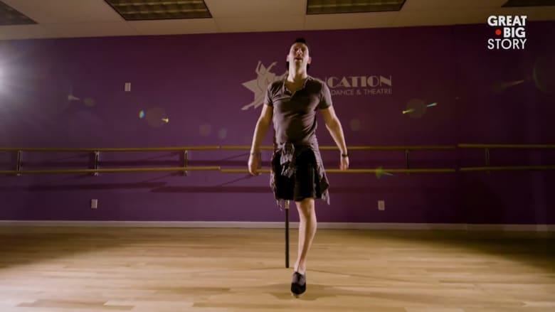برجل واحدة وأخرى اصطناعية.. هكذا تشبث هذا الراقص بحلمه