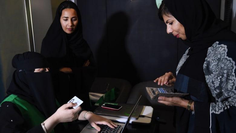 مشاركة النساء في العمل.. تقدم إماراتي وتعثر مصري وهدف سعودي