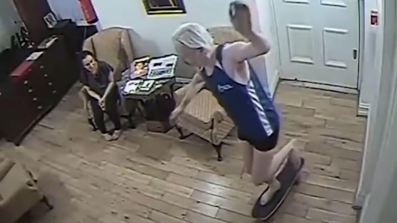 فيديو يظهر أسانج وهو يتزلج داخل سفارة الإكوادور