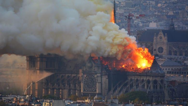 """يوتيوب يربط حريق نوتردام بأحداث """"11 سبتمبر"""" عن طريق الخطأ"""