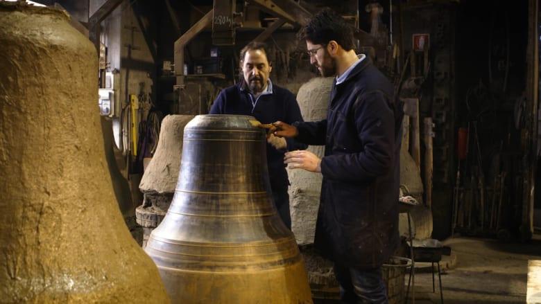 أجراس مقدسة..عائلة ايطالية تصنع أجراس البابا
