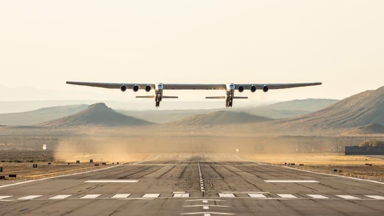 للمرة الأولى..أكبر طائرة في العالم تحلق في السماء