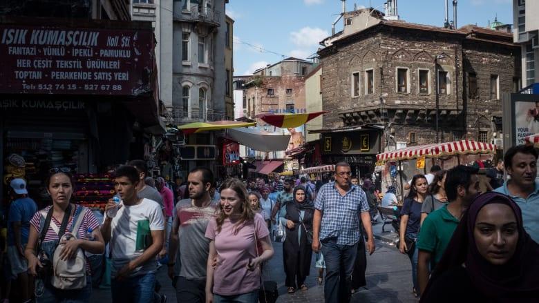معاناة الاقتصاد التركي تتزايد.. فهل تفلح وعود الحكومة في تجا