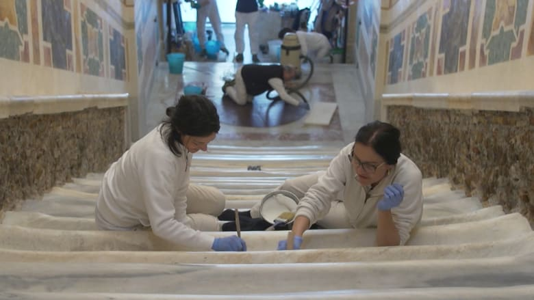 """الفاتيكان يعرض """"الدرج المقدس"""" لأول مرة منذ 300 عام"""