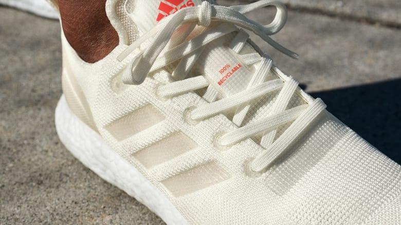 حذاء من أديداس مصنوع من قمامة البحر ويمكن إعادة تدويره كلياً