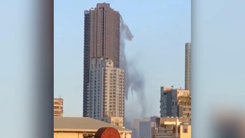 شاهد.. زلزال يدفع ماء مسبح للتطاير من أعلى مبنى بالفلبين