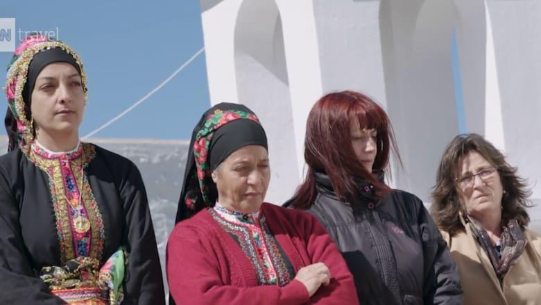 """تحكمها النساء.. اكتشف القرية اليونانية حيث """"لا سلطة"""" للرجال"""