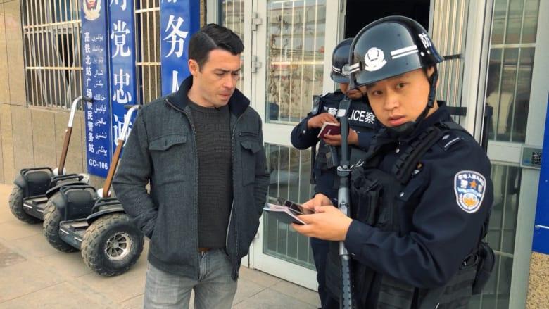مضايقات وتعقب.. الصين تعيق CNN بتحقيق مخيمات اعتقال المسلمين