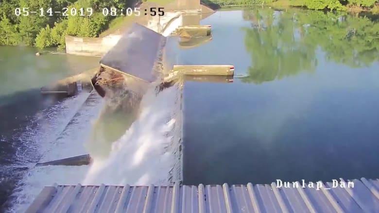 كاميرا مراقبة ترصد لحظة انهيار في سد عمره 91 عاماً