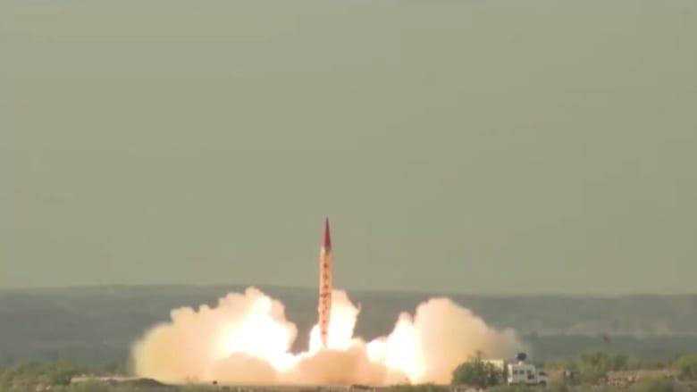 شاهد.. باكستان تختبر صاروخا قادرا على حمل رؤوس نووية