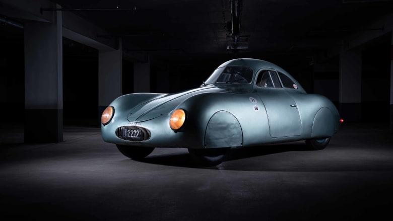 """صُنع منها 3 فقط.. أغلى سيارة """"بورشه"""" قد تكون من طراز 1939"""