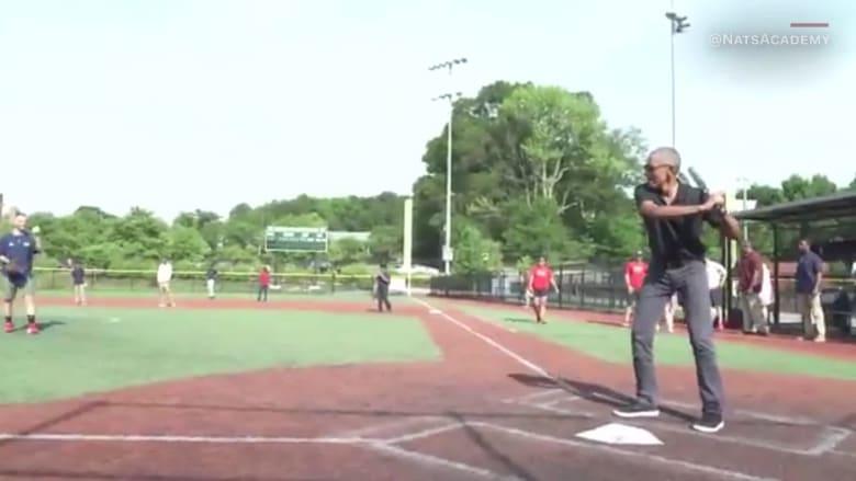 أوباما يلعب البيسبول مع أطفال ضمن حملته لمواجهة البدانة
