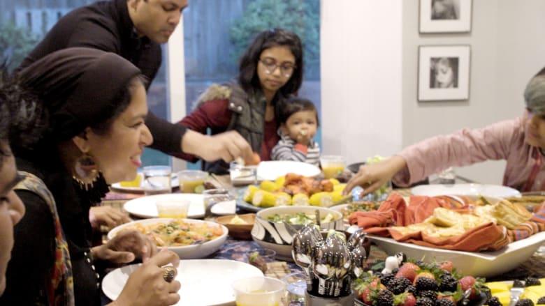 ما هي مكونات الإفطار البنغلادشي مع ربة منزل في كاليفورنيا؟