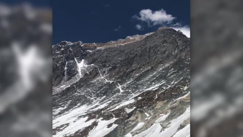 متسلق جبال يتحدث عن مخاوف بلوغ قمة إفرست قبل موته